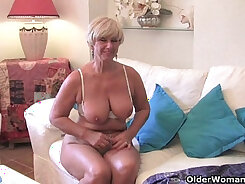 Curvaceous BBW with vibrators boobed