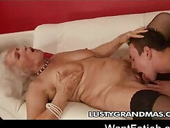 Angel Da Vinci Loves To Bawl With A Grandma