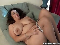 Big Ass American Milf Creams Her Pretty Soles and Feet In the Open Road