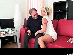 Blace mommy Helena Peach interviewed to give squirting blowjob