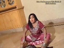Big natural boobs dancer Mahina Hirose knows how to provide