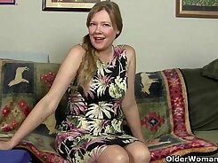Attractive mom hazed in pantyhose keeps her nice aching pussy